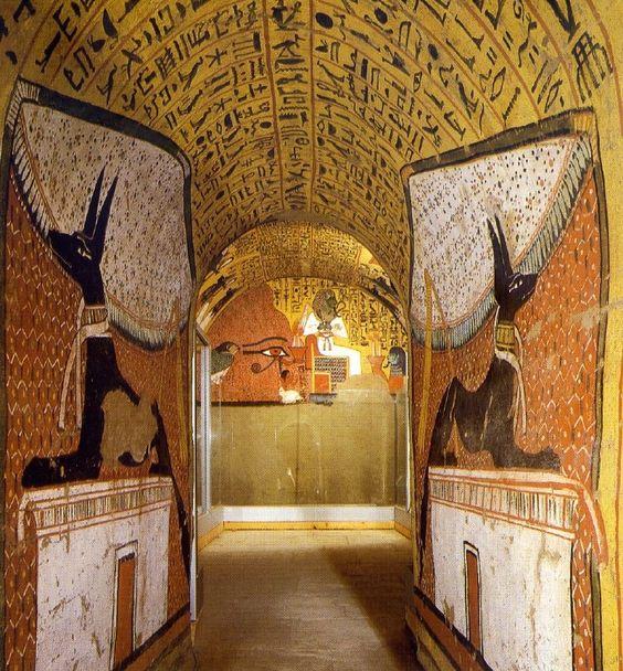 como decoraban los egipcios las tumbas