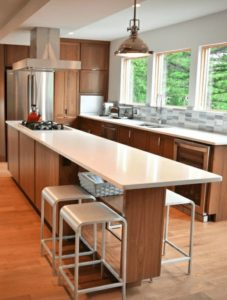 Cocinas modernas con azulejo sobre las paredes