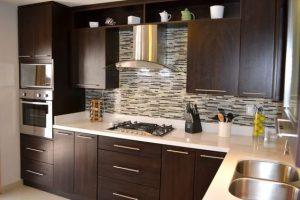 Cocinas estilo moderno clásico pequeñas para casas de infonavit