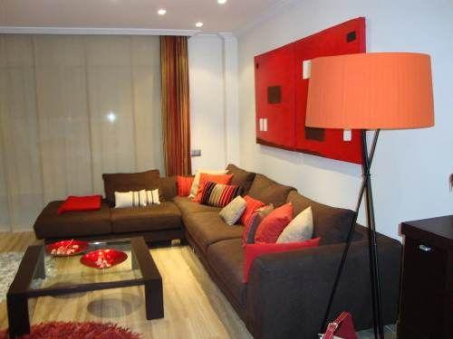 decoracion de salas color chocolate y rojo