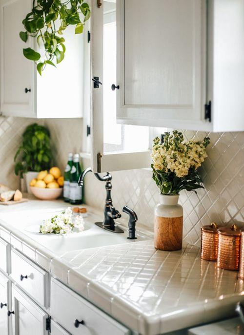 barras de cocina con azulejo tonos claros