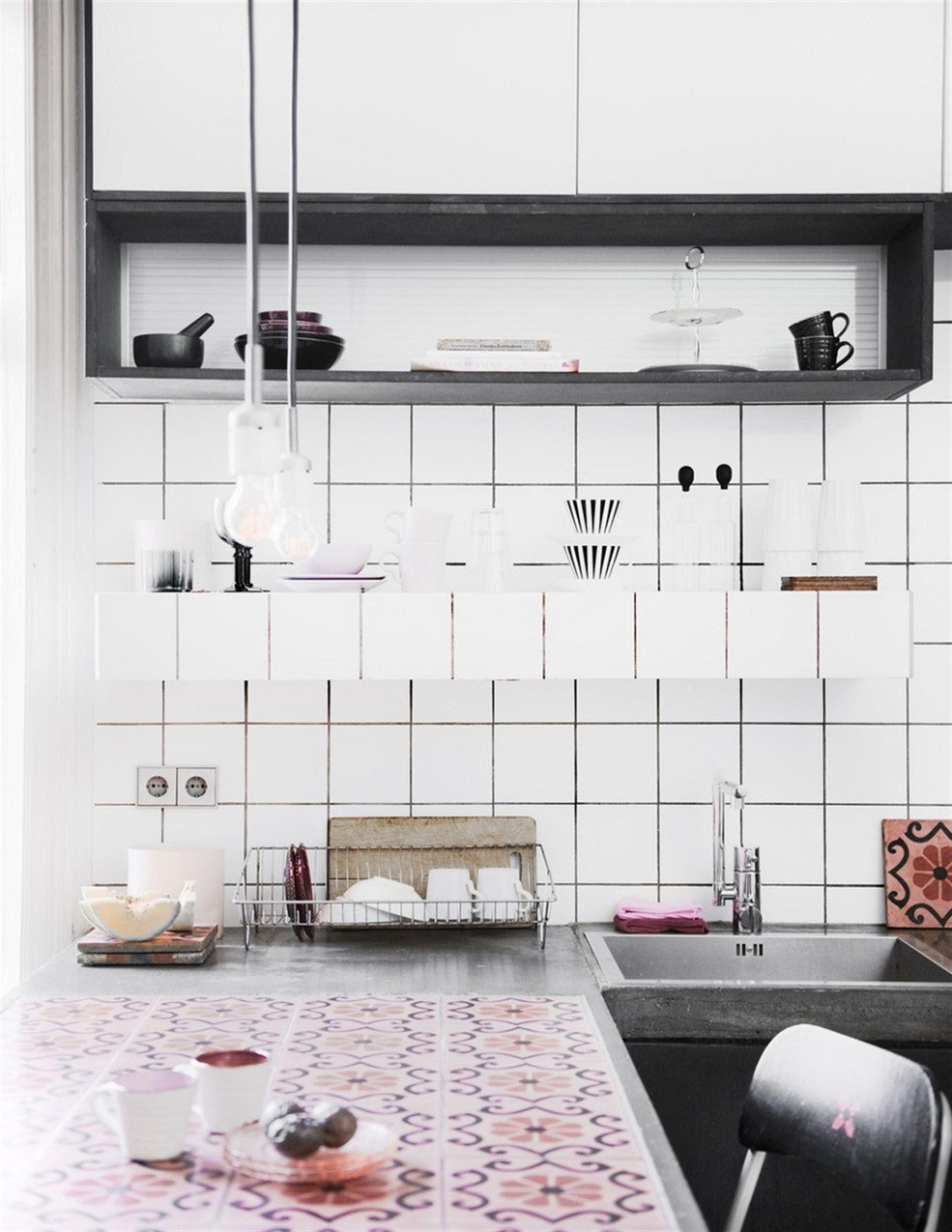 cocinas con azulejos estampados con un toque retro