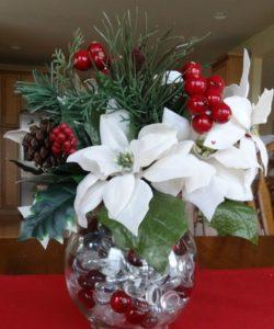 adornos navideños con flores de nochebuenas