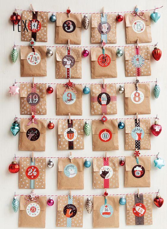 calendarios navideños con bolsas de papel