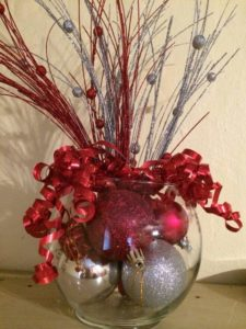 centros de mesa navideños en tonos rojos