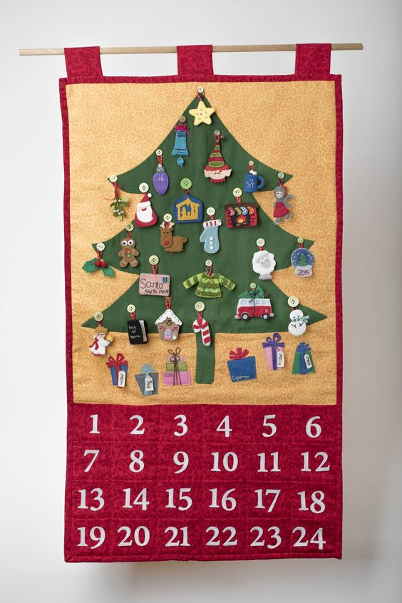 ideas para decorar calendarios navideños en forma de pino