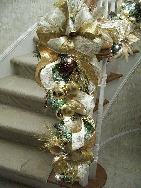 navidad dorado y plata en escaleras