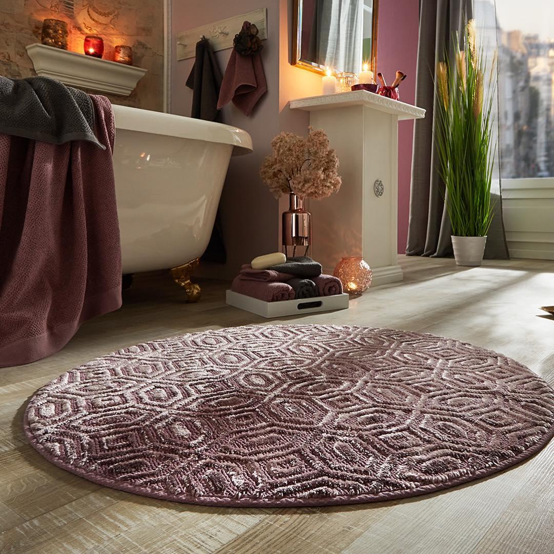 Las alfombras no pueden faltar en un baño acogedor