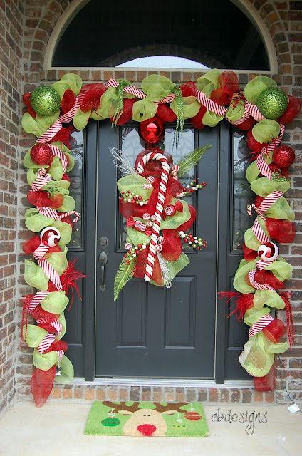 Colores vibrantes para decoración navideña de puerta