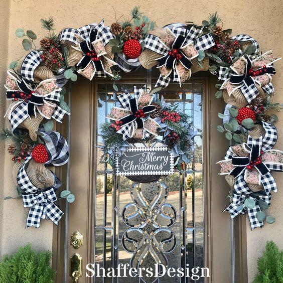 Moños para decoración de puerta con temática navideña