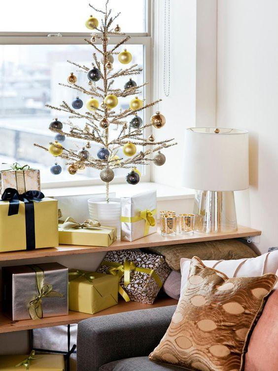 Decoración navideña en color amarillo