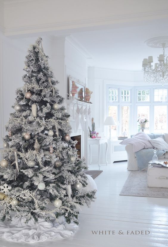 Figuras de navidad en blanco