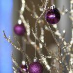 Adornos navideños plata con morado