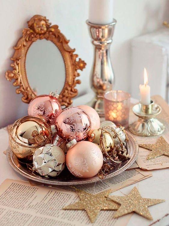 Centros de mesa navideños rosa con dorado