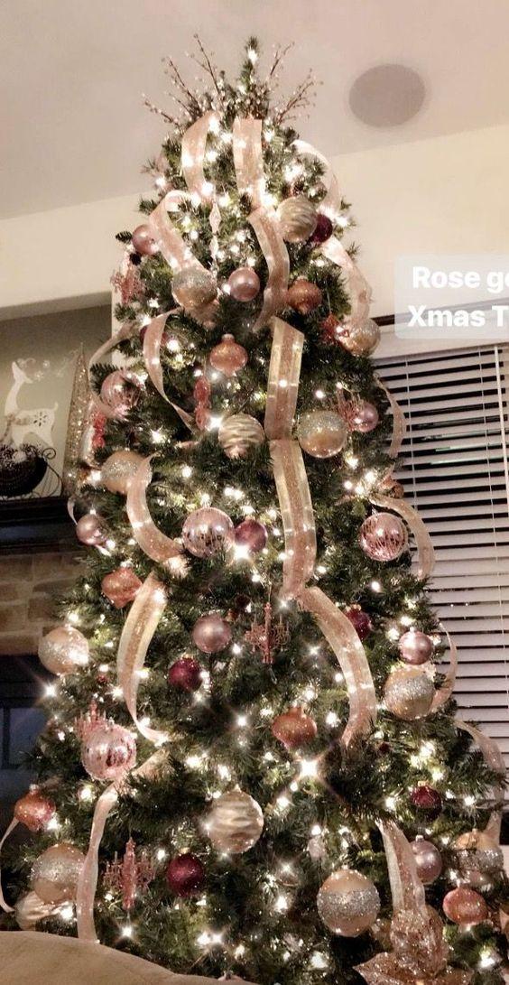 Árboles de navidad rosa con dorado