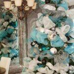 Chimeneas navideñas decoradas en azul turquesa