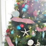 Árboles de navidad azul turquesa y rojo