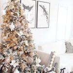 Decoración del árbol de Navidad blanco con dorado