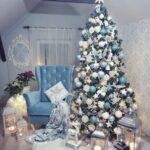Decoración de sala en navidad color azul y plata