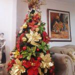 Árboles de navidad rojo, verde y dorado