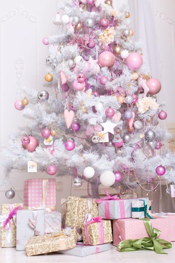 Árboles de navidad en color rosa y plata
