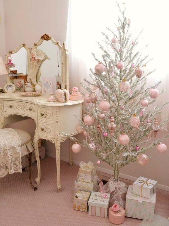 Decoración navideña rosa y plata