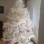 Mesa para la cena navideña rosa y plata