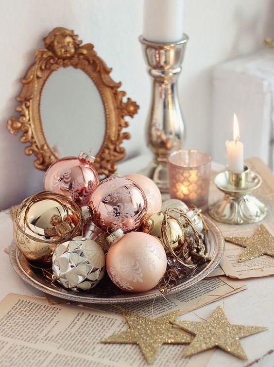 Centros de mesa navideños rosa y plata