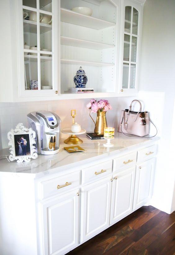 Accesorios decorativos en mármol con color dorado