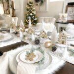 Mesa decorada para Navidad en blanco