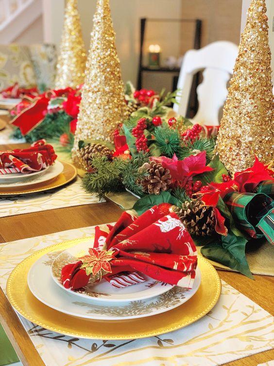 Mesa para la cena de navidad rojo con dorado