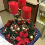 Centros de mesa navideños rojos con dorado