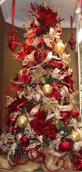 Árboles de navidad rojo con dorado